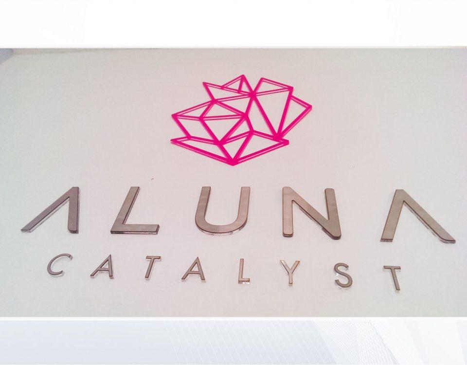 aluna catalyst-aviso-acero-inoxidable-satinado-corte-laser